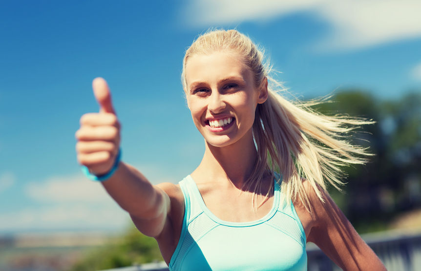 Quercetin benefits: happy young woman exercising outside